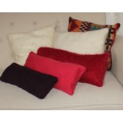 Coussin allongé en mohair et laine